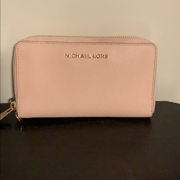 Michael Kors Handbags - BEST SALE! Michael Kors wallet